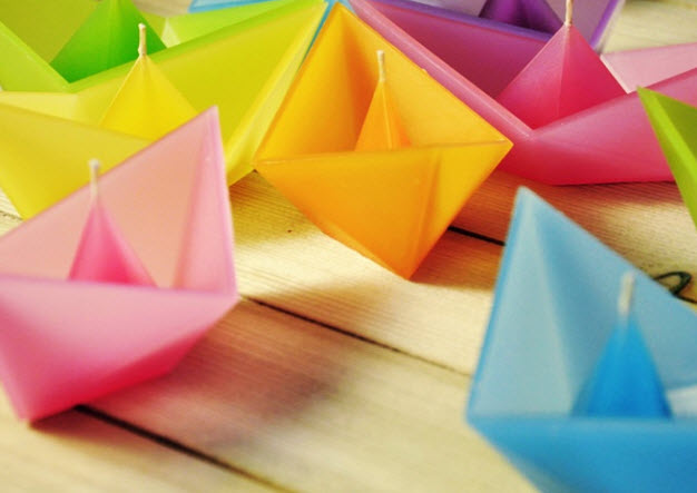 Colorful Candles in Shape of Folded Paper Boat_4