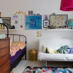 Small Two-Room Apartment With Lots of Colorful Stuff_8
