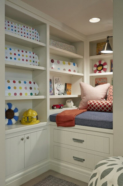 Colorful Reading Nooks for Book Lovers_14