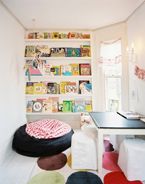 Colorful Reading Nooks for Book Lovers_17