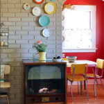 Colorful Dinner Plate Wall Arrangements_2