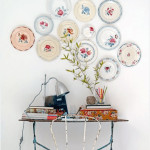 Colorful Dinner Plate Wall Arrangements_3