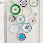 Colorful Dinner Plate Wall Arrangements_4