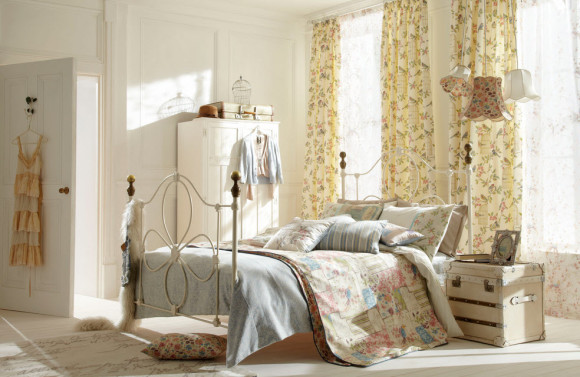 Bedroom with Shabby-Chic Style