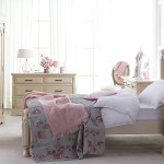 Bedroom with Shabby-Chic Style_1