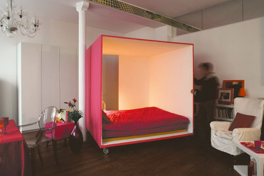 Mobile bed cube for a studio apartment 2 at in seven for Beds for studio apartments