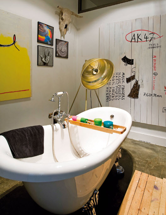 Bathroom decorating ideas and pictures of bathrooms in for Bathroom decor 2012