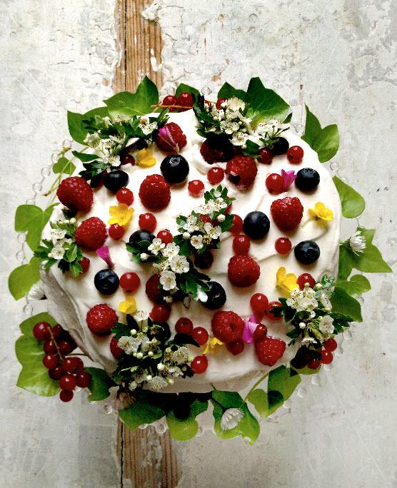 Simple yet Perfect Wedding Cake, The Garden Cake by mimithorisson
